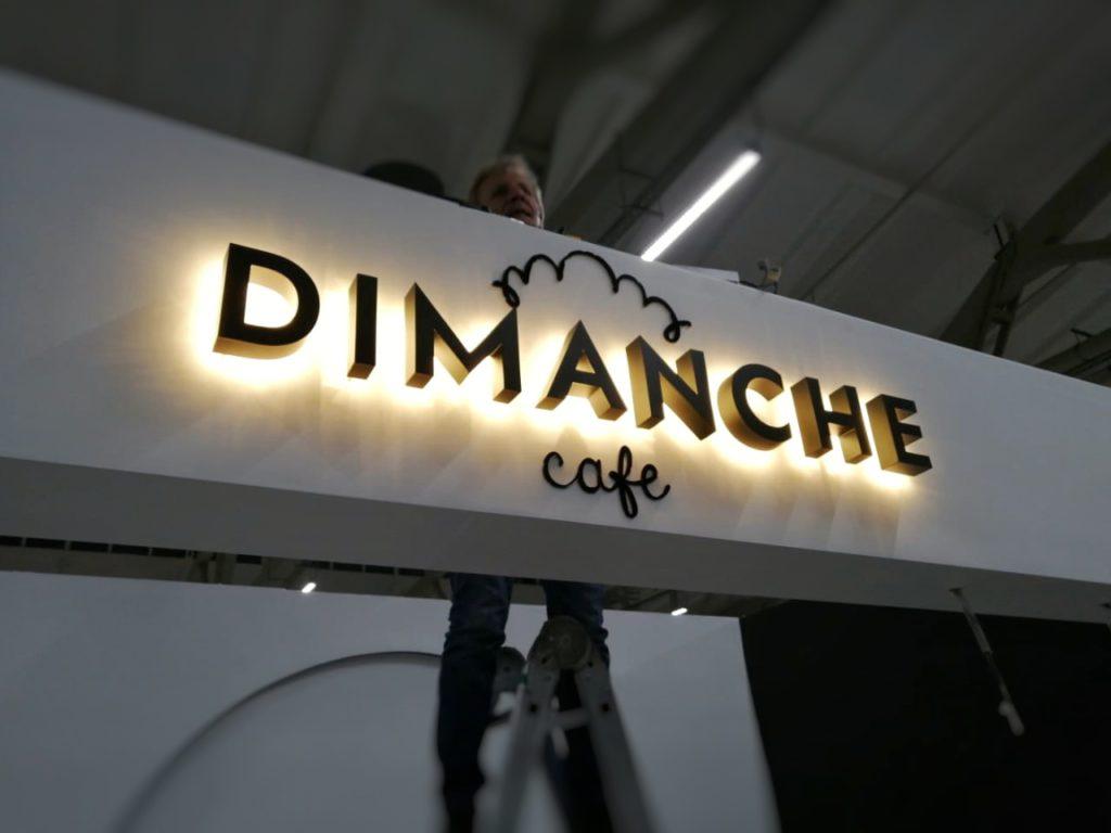 Световые буквы «Dimanche Cafe»