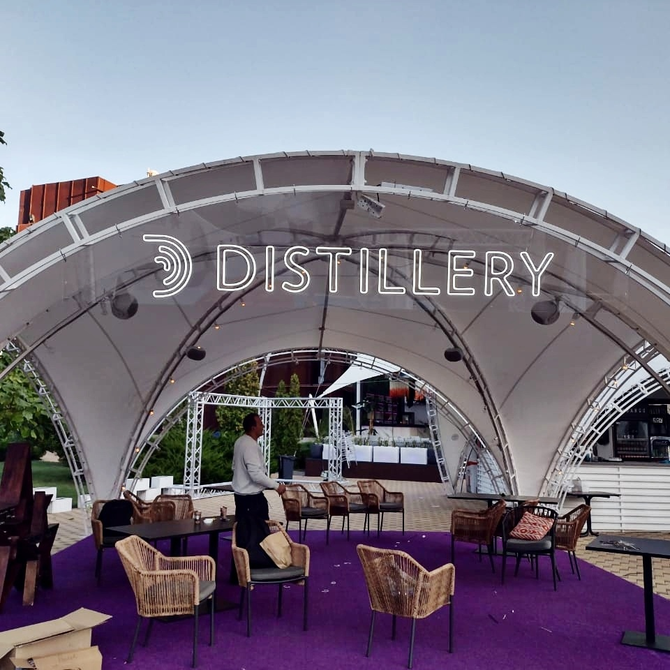 Неоновая вывеска для павильона «Distillary»